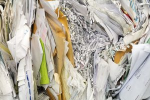 Komprimerte papirdokumenter, brev og makulert papir. Sorteres i kategorien papir, papp og kartong.
