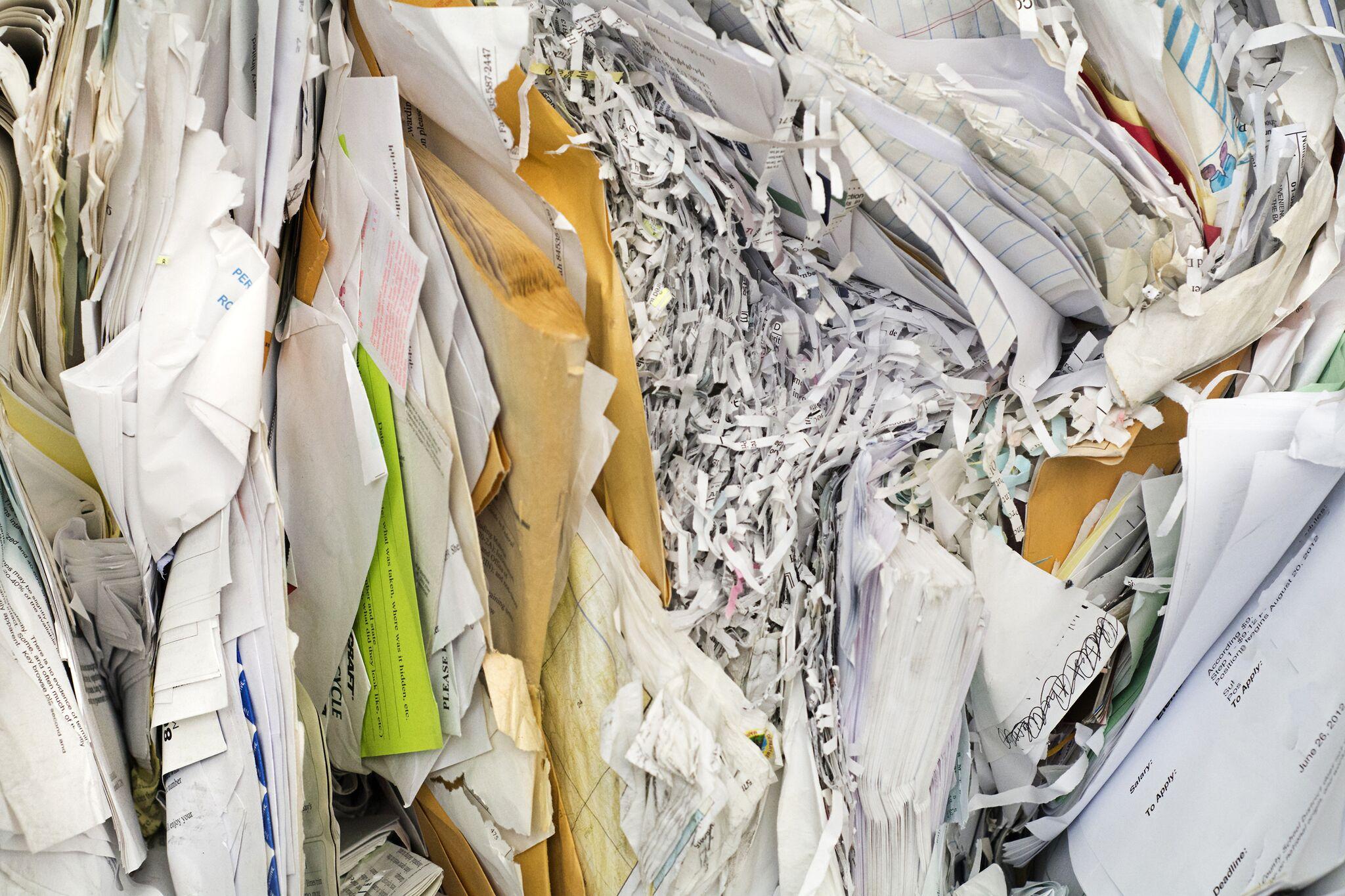Komprimerte papirdokumenter, brev og makulert papir